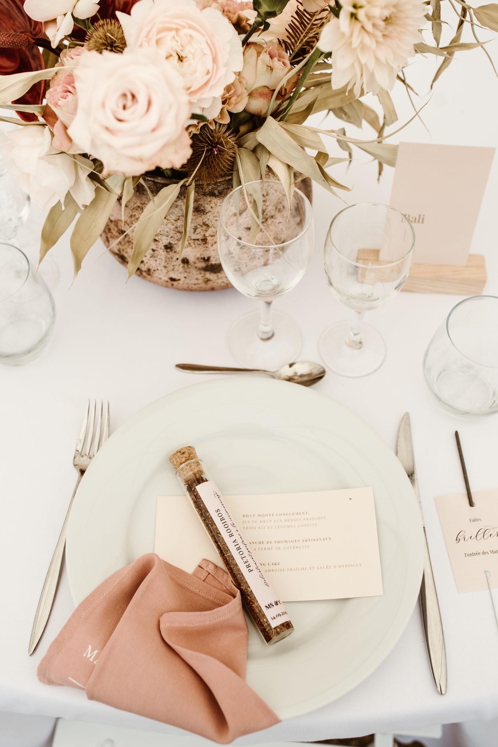 Décoration de table nude et rose